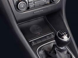 Alpine KCE-G6Qi Caricatore Wireless per VW Golf 5-6, Jetta 5, Scirocco e EOS