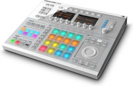 NATIVE INSTRUMENTS MASCHINE STUDIO WHITE GROOVE MACHINE + KOMPLETE SELECT 12 CON 7000 SUONI 33 GB VIRTUAL INSTRUMENTS