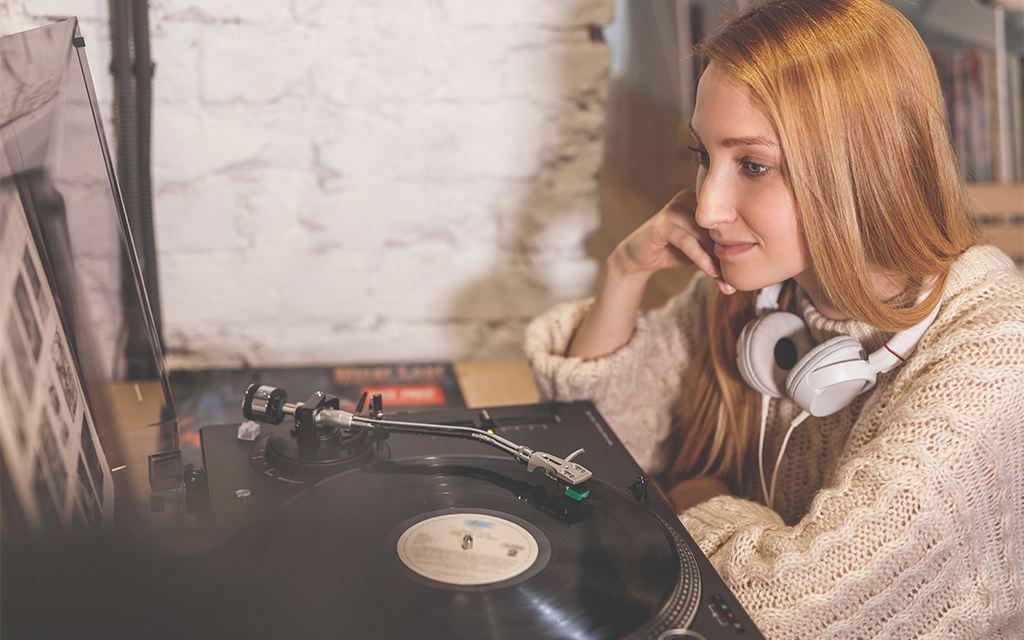 ascoltare musica da un giradischi
